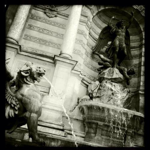 Fontaine St Michel - 30 pièces